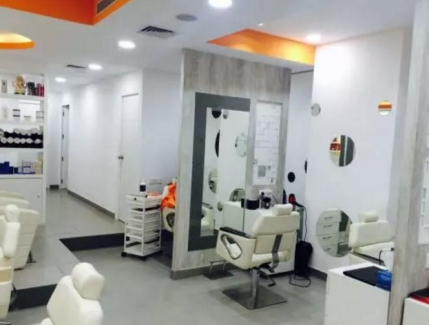 Elite Unisex Salon for Sale in Faridabad.