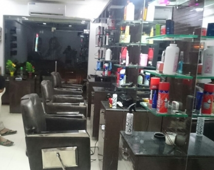 Running Unisex Salon for Sale in Vastral, Ahmedabad